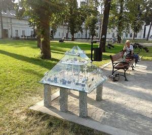 SZKLANA PIRAMIDA STOS / SZPIC / Cheops / Park Sztuki – działania artystyczne Biała Podlaska