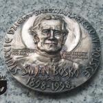 FAL72 – OŚWIĘCIM 1998 DA MIHI ANIMAS COETERA TOLLE ROZUM RELIGIA MIŁOŚĆ wymiar: 6,97 cm x 6,97 cm.