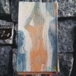MAL38 – W CENTRUM UWAGI 2014 Justyna Weronika Bruj wymiar: 4,75 cm x 8,19 cm.