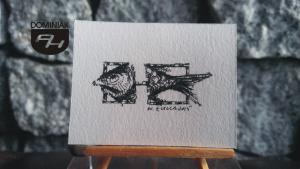 Ryba czarny tusz kompozycja artysty miasta na prawach powiatu Tychy RYS121 – RYBA 2015 Wojtek (Wojciech) Łuka - wymiar: 3,65 cm x 3,40 cm.