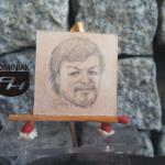 RYS57 – AUTOPORTRET nr 1 2014 Volodymyr Goncharenko (Володимир Гончаренко) - wymiar: 3,10 cm x 3,10 cm.