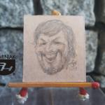 RYS58 – AUTOPORTRET – karykatura nr 1 2014 Volodymyr Goncharenko (Володимир Гончаренко) - wymiar: 3,10 cm x 3,30 cm.