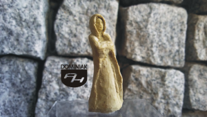 Cudo RZE41 – LA DAME BLANCHE 2013 Danuta SAGA Tomaszewska - wymiar: 4,86 cm wysokości