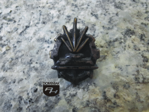 Korpusówka oznaka korpusu osobowego Wojska Inżynieryjne korpusy i grupy osobowe w wojsku 1,75 x 2,91 cm rok 1977 nakrętka Elektro Poznań