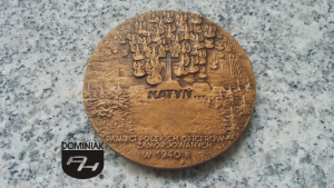 FAL120 – KATYŃ… PAMIĘCI POLSKICH OFICERÓW ZAMORDOWANYCH W 1940 R. BCH PTAiN wymiar: 6,95 cm x 6,95 cm.