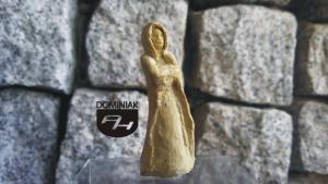 SZTUKA NA ULICY RZE41 – LA DAME BLANCHE 2013 Danuta SAGA Tomaszewska - wymiar: 4,86 cm wysokości
