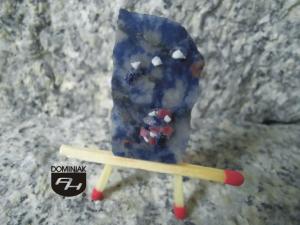MAL80 Orion tyciutki kolaż z prawdziwych kamyczków szlachetnych oraz dekoracyjnych Orion obraz kolaż howlit USA rubin Madagaskar lapis lazuli Afganistan sodalit Indie 19 x 31 mm magister sztuki Anna Januszewicz Pitlok 2021