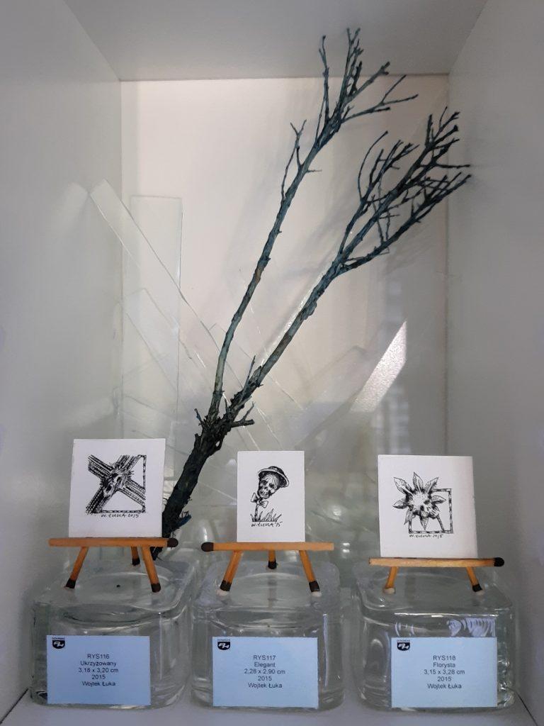 Status quo wystawa Ukrzyżowany Elegant Florysta rysunki tuszem Wojtek Łuka 2015