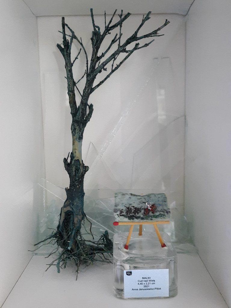 MAL93 Cud nad Wisłą najmniejszy obraz batalistyczny Status quo 2021 wystawa Cud nad Wisłą obraz farbami akrylowymi na kamieniu naturalnym zoisyt z rubinami Anna Januszewicz Pitlok 2021